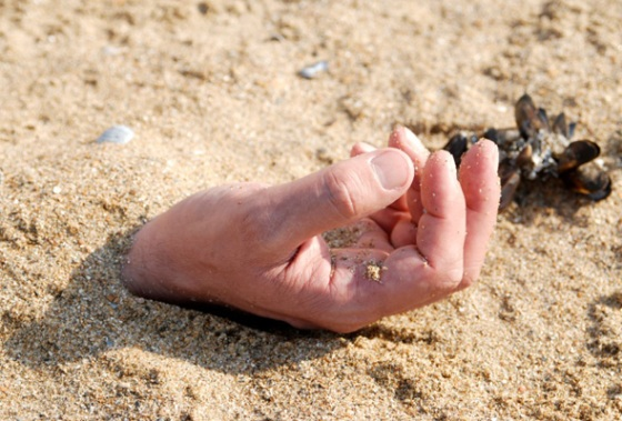 hand-in-sand-590